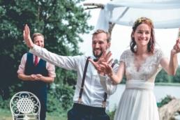 Das Brautpaar erschafft zusammen mit dem Zauberer eine unvergessliche Erinnerung an ihre Hochzeit. Wie echte Zauberer präsentieren sie ihren Gästen den Zaubertrick.